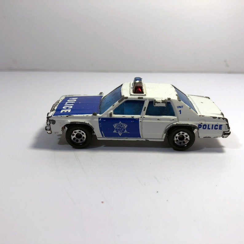 Emergency Unit 1 1987 Vintage Matchbox Ford LTD Police Cruiser Used Made in Thailand