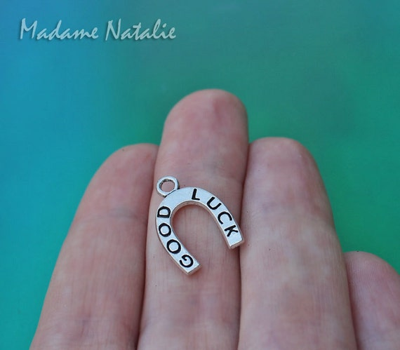 Lucky Horse Shoe Charm//Pendant Tibetan Antique Silver 17mm  15 Charms Accessory