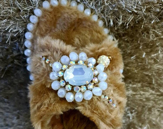 Faux fur slippers/crystals slippers/luxury slippers/handmade slippers/Fluffy slippers/handmade slippers/women Slippers/comfort slippers