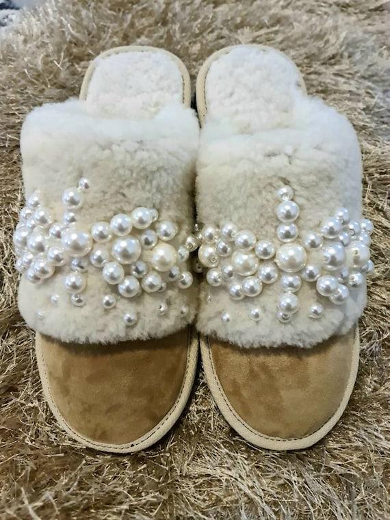 Sheepskin slippers/handmade slippers/genuine leather slippers/pearls Slippers/winter slippers/luxury slippers/women Slippers/soft slippers
