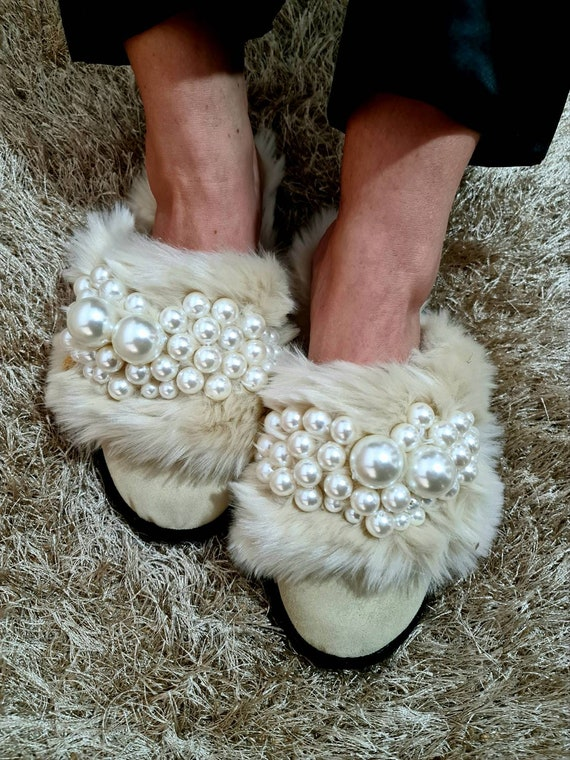 Slippers/genuine leather/pearls Slippers/women Slippers/women shoes/warm slippers/winter slippers/sheepskin slippers/fur slippers/handmade