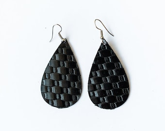 Black weave leather earrings | Leather teardrop earrings | Dangle earrings | Teardrop earrings | Lightweight earrings | Boho earrings