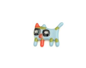 Broche chat, épinglette verre fusion, pin, accessoire en verre, parure colorée, bleu doux, noir et rouge, fait à la main au Québec