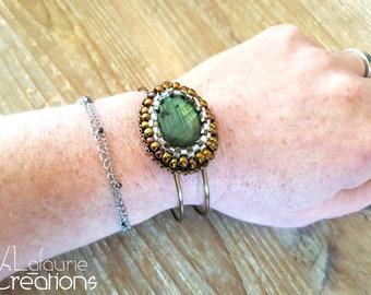 Adjustable brass rush bracelet with Labradorite embroidered with miyuki beads on black leather