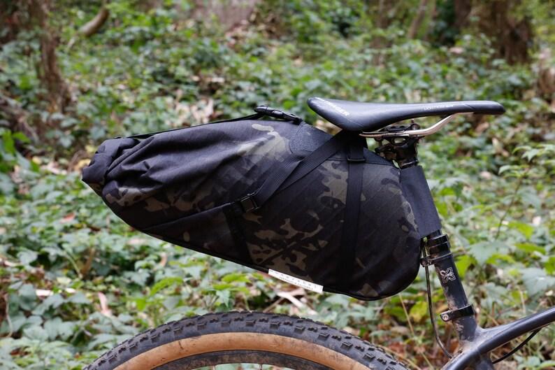 8d0075df58176 Expedition Sitz Pack für Bikepacking oder Touring schwarz
