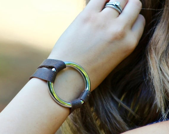 Essential Leather and Silver Bracelet - 6 Colors (Browns, Black and White)