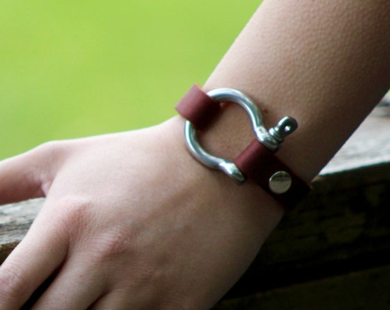 Saddle String and Bow Shackle Bracelet
