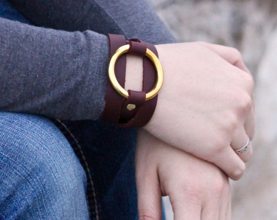 The Bold Saddle String Bracelet with Large Brass Ring - Black, Red, Brown Leather