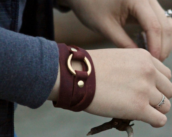 Saddle String Bracelet with Brass Ring - Black, Red, Brown Leather