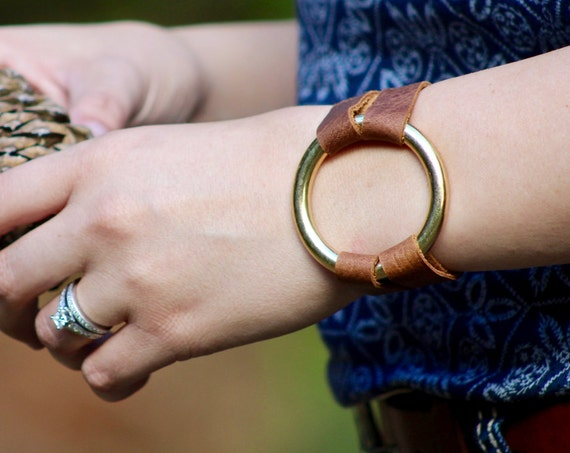 Essential Leather and Brass Bracelet - 6 Colors (Browns, Black and White)