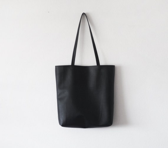 Simple black leather tote bag  4fe547eeac11