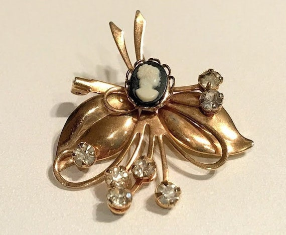 Antique Gold Tone Victorian Era Ladies Bar Pin Lingerie Pin   Jewelry dr70