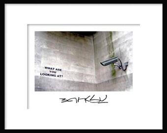 Was suchen Sie bei? -Banksy - Graffiti - Streetart – Kunstdruck poster