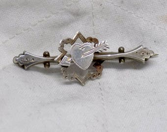 Solid Silver Edwardian Sweetheart's Brooch With A Heart And A Arrow Chester Hallmarked 1908
