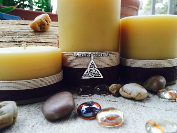 "100% Pure Beeswax Pillar Candle Gift Set ""charmed"" with a Celtic Knot"