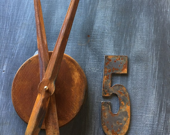Rusty 5 Inch Number clock set-Includes rusty hands-center cap and new motor-DIY Clock-Spool Clock-Rusty Metal-Rusty Clock Parts-metal number
