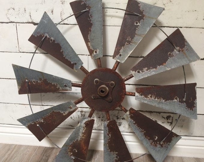 30 Inch Vintage Windmill with Center Cap
