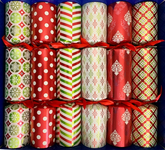 Set of 6 Selection Box Design Ultimate Pamper Extra Large Christmas Crackers. Includes bath eggs, bath soak, solid shampoo and more