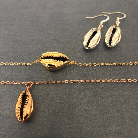 Gold Shell Bracelet Pendant Necklace Gold Silver Rose Gold Choker Necklace Seashell Earrings Beach Lover Beach Wedding Gift for Her