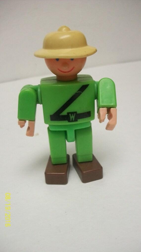 """1975 Gabriel Wannabees ZooKeeper habillé en tenue verte avec casque colonial 3.5"""" Tall - gâteau d'anniversaire idéal"""
