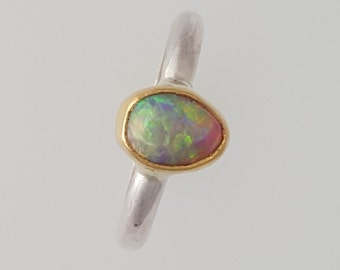 Natural Australian Opal in 22K yellow gold bezel sterling silver band - size 6
