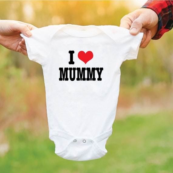 I Love Mummy Baby Grow. I Heart Mummy Baby Bodysuit. Newborn Baby Gift. I Heart Mum Baby Vest. Gift For Mums.
