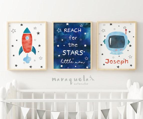 SET Astronauta Espacial con fondo azul - Cohete, Casco astronauta y cielo con frase