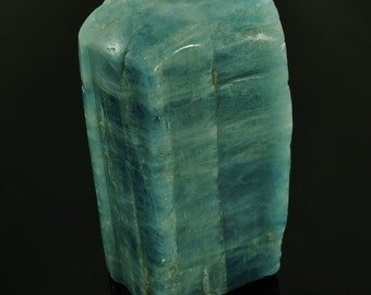 """Aquamarine Large Polished Free Form Sculpture from Namibia, 1.95"""" x 1.80"""" x 4.11"""", 540g"""