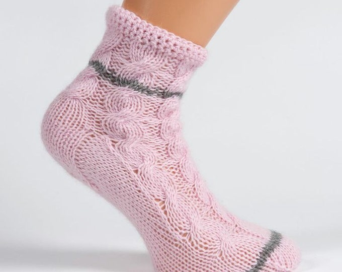 Ladies pale pink pure cashmere handmade bed socks by Willow Luxury - (to fit ladies shoe sizes UK 7-8, US 9-10, European 40-41)