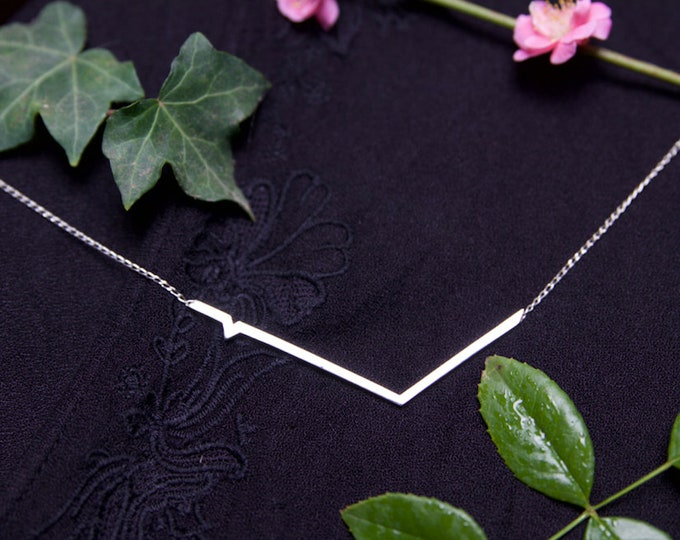 Contemporary angular style sterling silver choker.