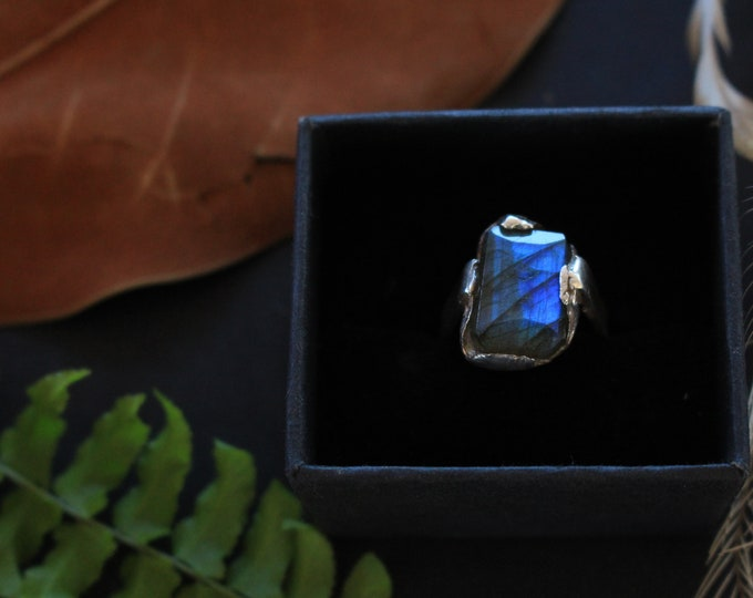 Stunning Deep Blue Facetted Labradorite Nugget & Sterling Silver Ring.