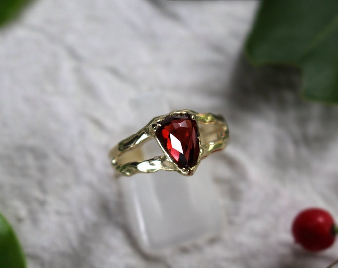 Rose Cut Garnet and 9ct Yellow Gold Ring