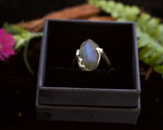 Facetted Labradorite Nugget & Sterling Silver Ring.