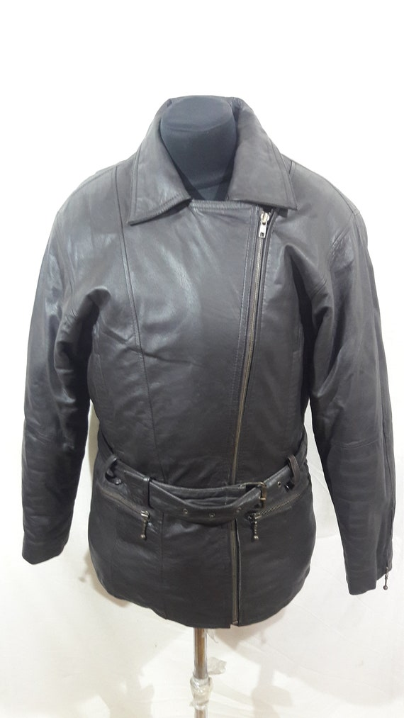 Rocker woman's jacket. Brown leather jacket with a