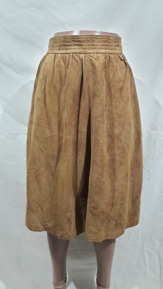 Delicate light brown leather skirt with pockets