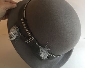 Vintage grey 100 percent doeskin felt hat. Womens grey doeskin fedora. Grey doeskin  felt hat. Geo W Bollman Co Inc. 7a082d7ab626