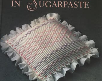 Vintage 1990 sugarpaste decoration how to book. SMOCKING IN SUGARPASTE by Cynthis Lynn. Fondant decorating book. Smocking on Fondant.