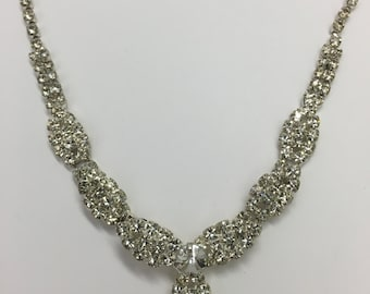 Vintage Jewelry- Vintage Rhinestone Leaf Design Necklace
