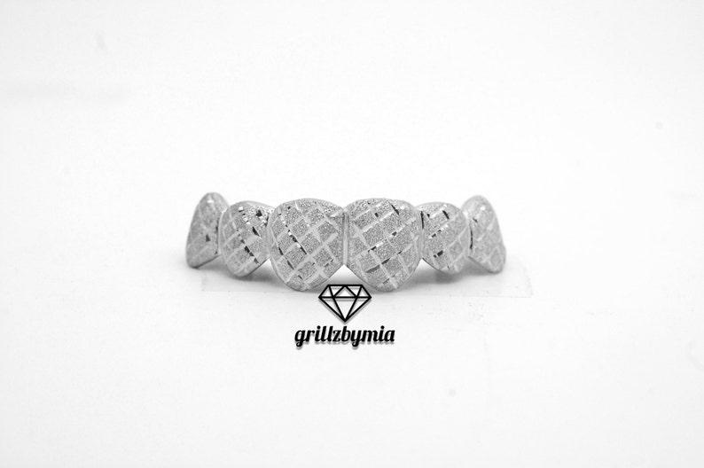 Sur mesure 10K 14K plaqué or blanc de la poussière Grillz coupe Diamond Dust Style argent Top & Bottom Grillz or personnalisé