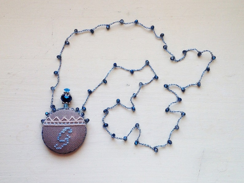 Hand-embroidered necklace with letter G image 0