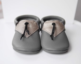 Leather Baby Shoes Unisex Crib Booties   Grey Crib Shoes