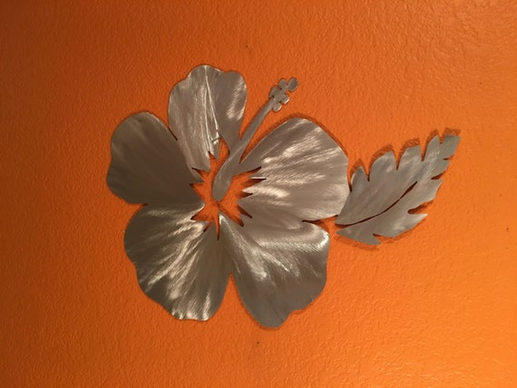 Hawaiian hibiscus flower metal wall art. Beach house decor. Tropical artwork. Birthday gift for her