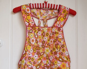 Vintage 1970s Apron in bright flowers design. Retro kitchen Pinny