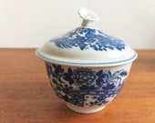 First Period Worcester Bow (1775) England Dr Wall period lidded sugar bowl, Fence pattern