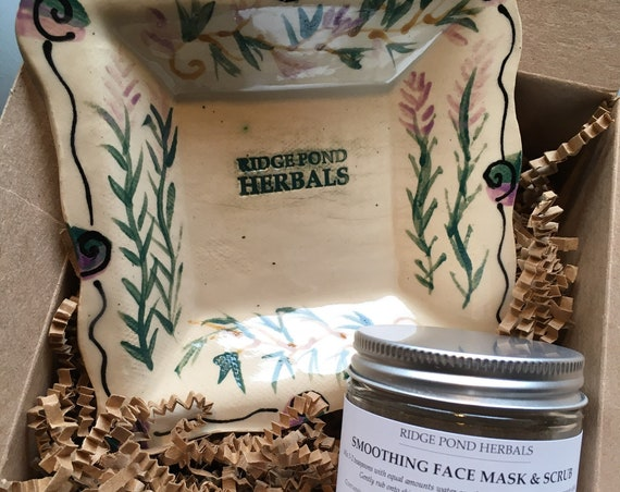 Gift Box: Ridge Pond Herbals Smoothing Face Mask & Scrub and Maple Lane Pottery Tray