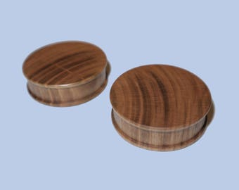 40 mm plugs made of cherry wood