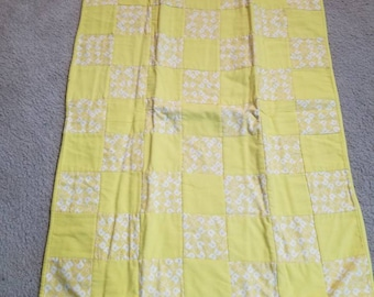 Yellow pins baby quilt