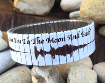 """Wrist-Art, sound wave of """"I Love you to the Moon and Back"""", stretch bracelet"""