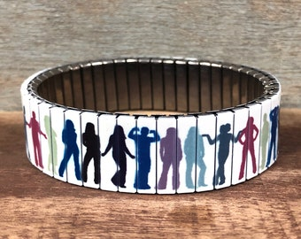 Wrist-Art stainless steel stretch bracelet with a Silhouettes design