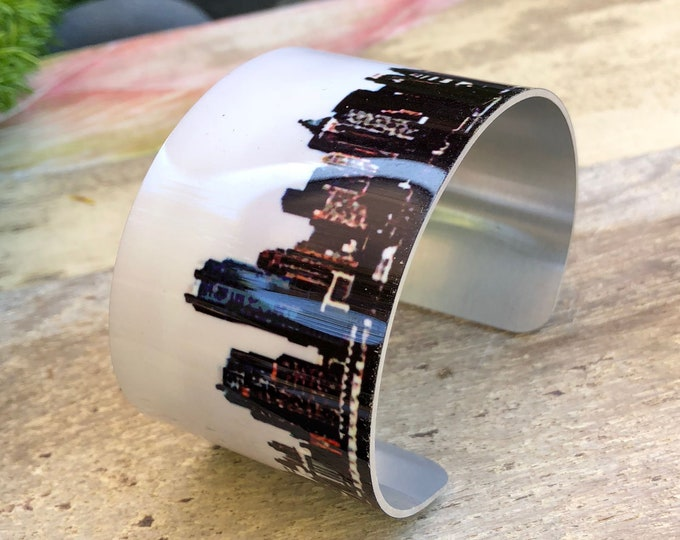 12 Cuff and 8 Stretch bracelets MIX, Las Vegas Skyline